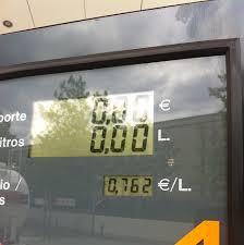 El precio de los carburantes bajan lo mínimo en la primera fase del éxodo veraniego