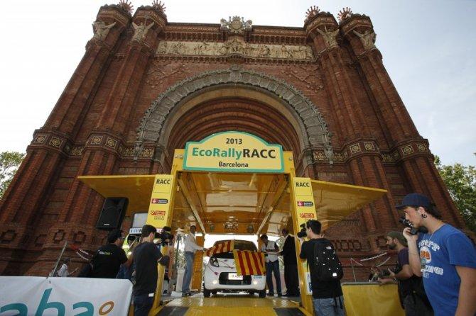 Un Toyota Prius híbrido de gasolina y GLP, vencedor absoluto en el Eco Rally RACC